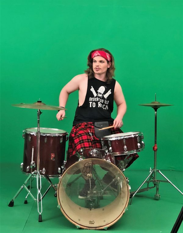 Drums on Green 600x764 - גלריה